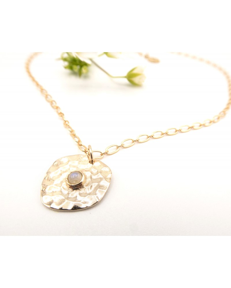 Collier doré à l'or fin et pendentif pierre de lune sertie